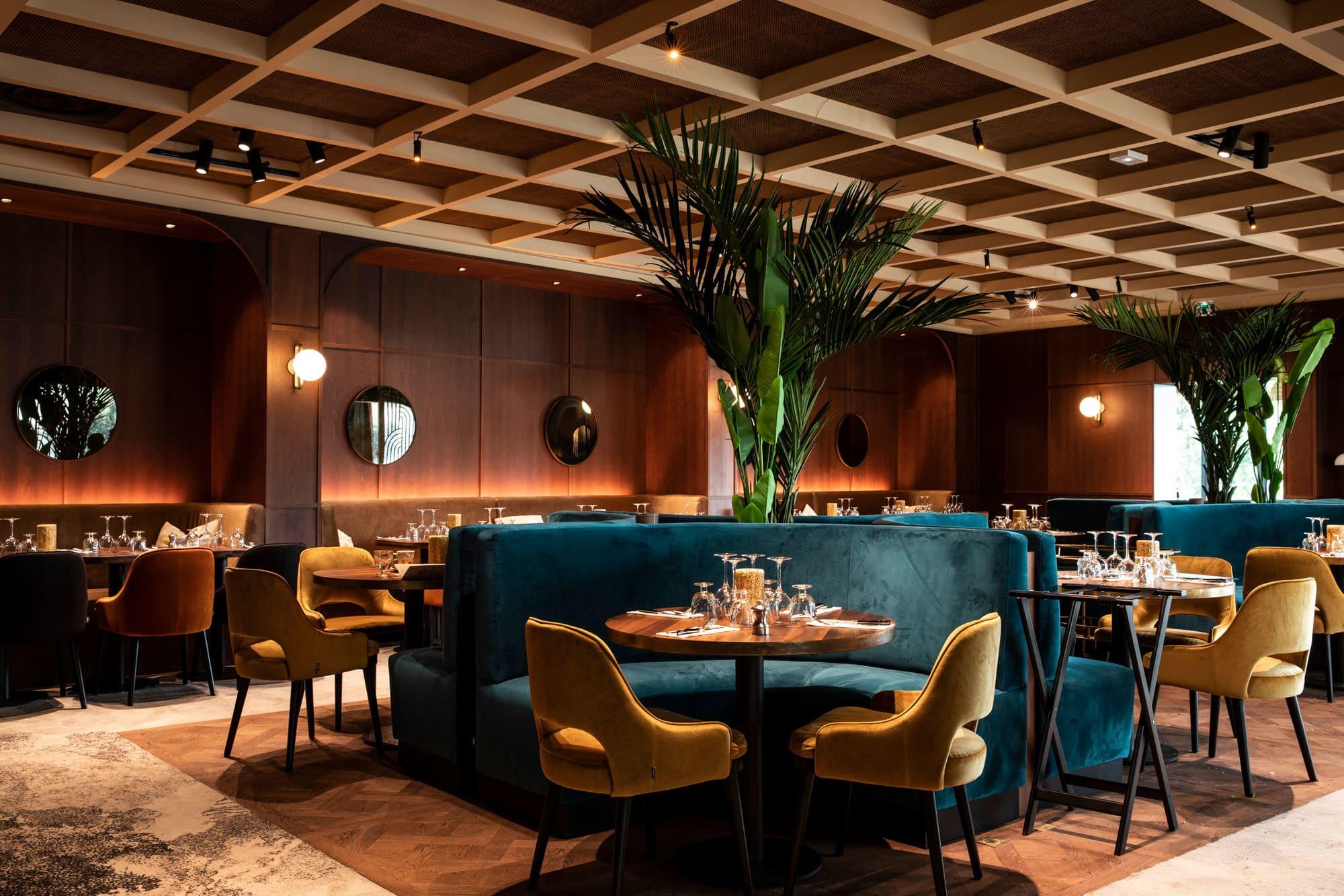 Conception de l'ambiance lumineuse du restaurant Les Bistrots Parisiens