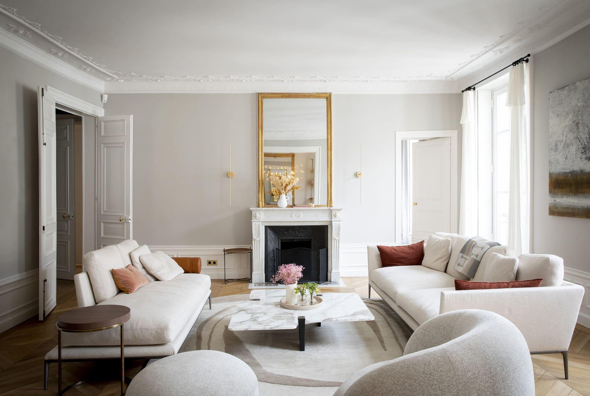 Light design d'un salon d'appartement parisien