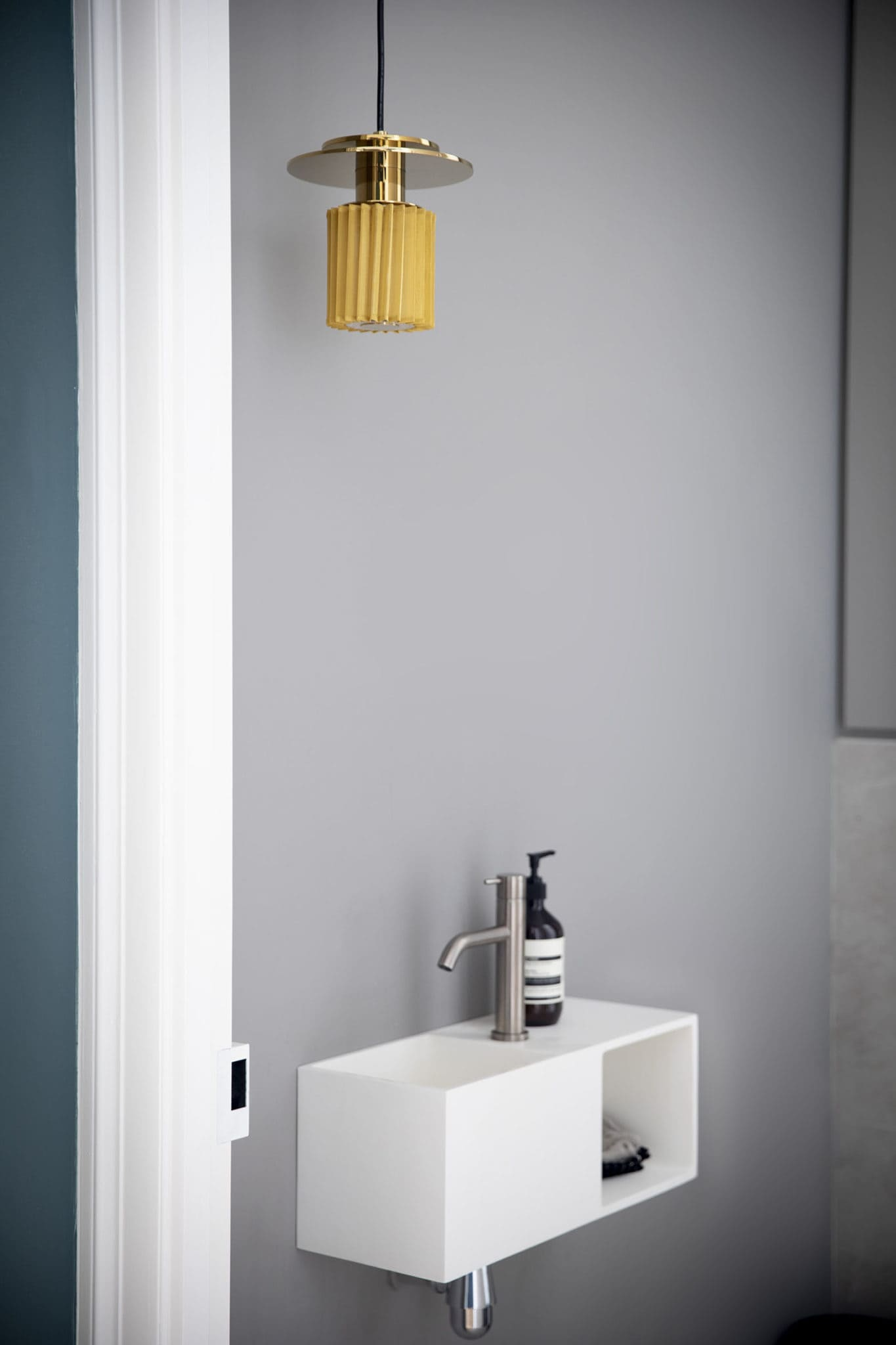 Light design d'un sanitaire d'un chic appartement parisien