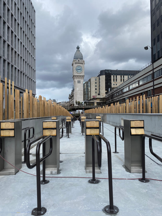 Projet light design à la vélostation Van Gogh à Gare de Lyon, par Amocosy